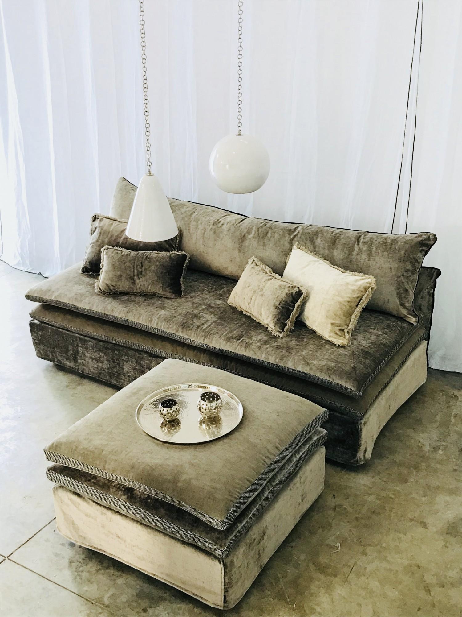 Canapé sur mesure en velours beige taupe Nice côte d'azur