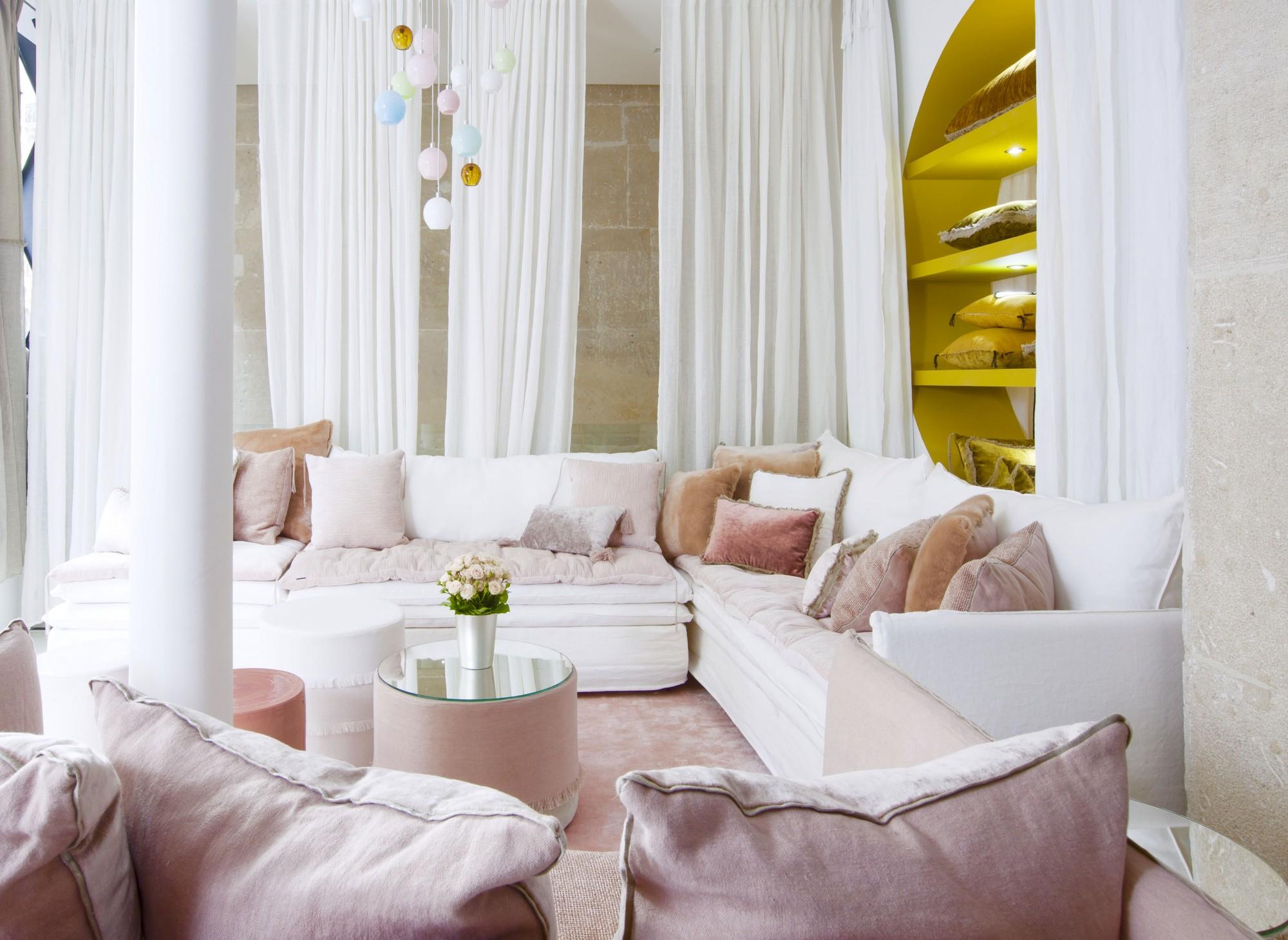 Magasin De Tissus Salon De Provence créateur de canapés outdoor sur-mesure en tissu à dubaï