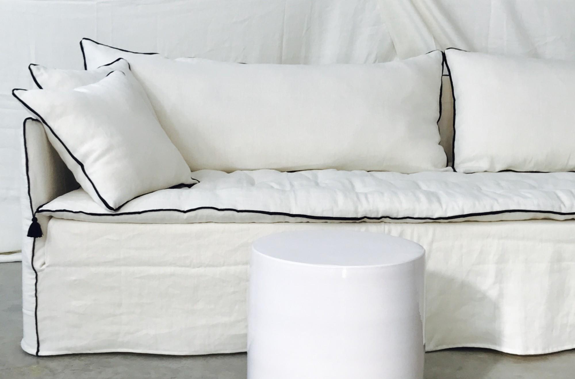 Canap mila en lin lav ivoire realisations mobilier sur for Canape sur mesure