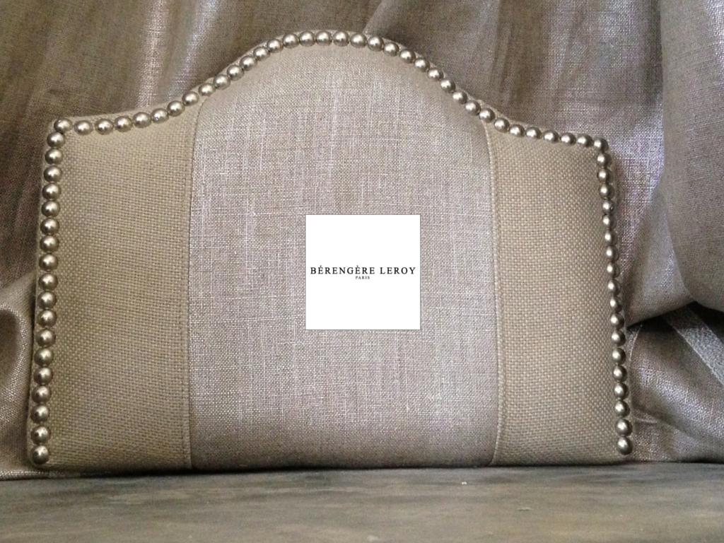 Tête de lit cloutée en lin argenté et lin naturel Paris