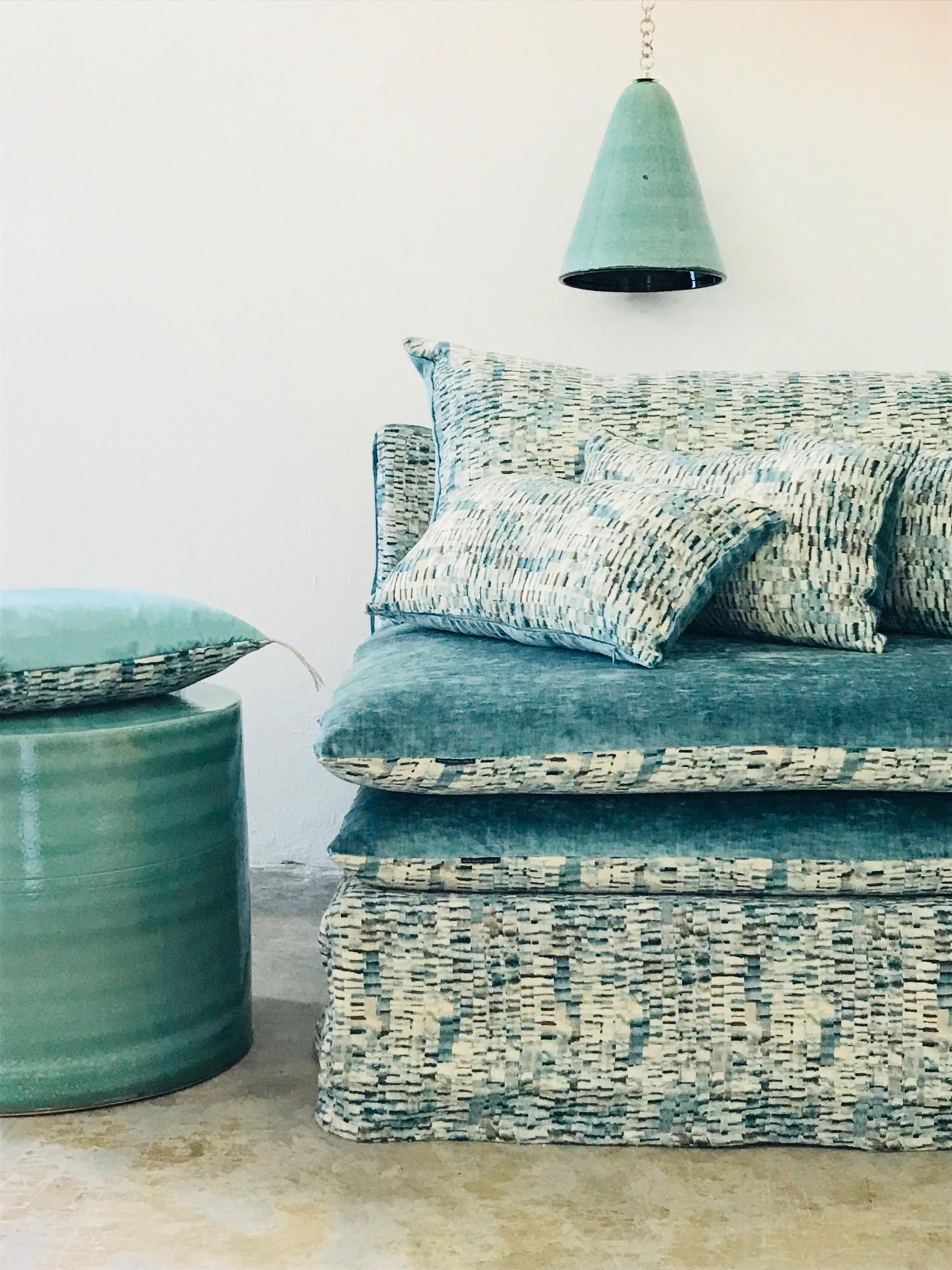 canapé sur mesure en velours lavé bleu givré Lyon