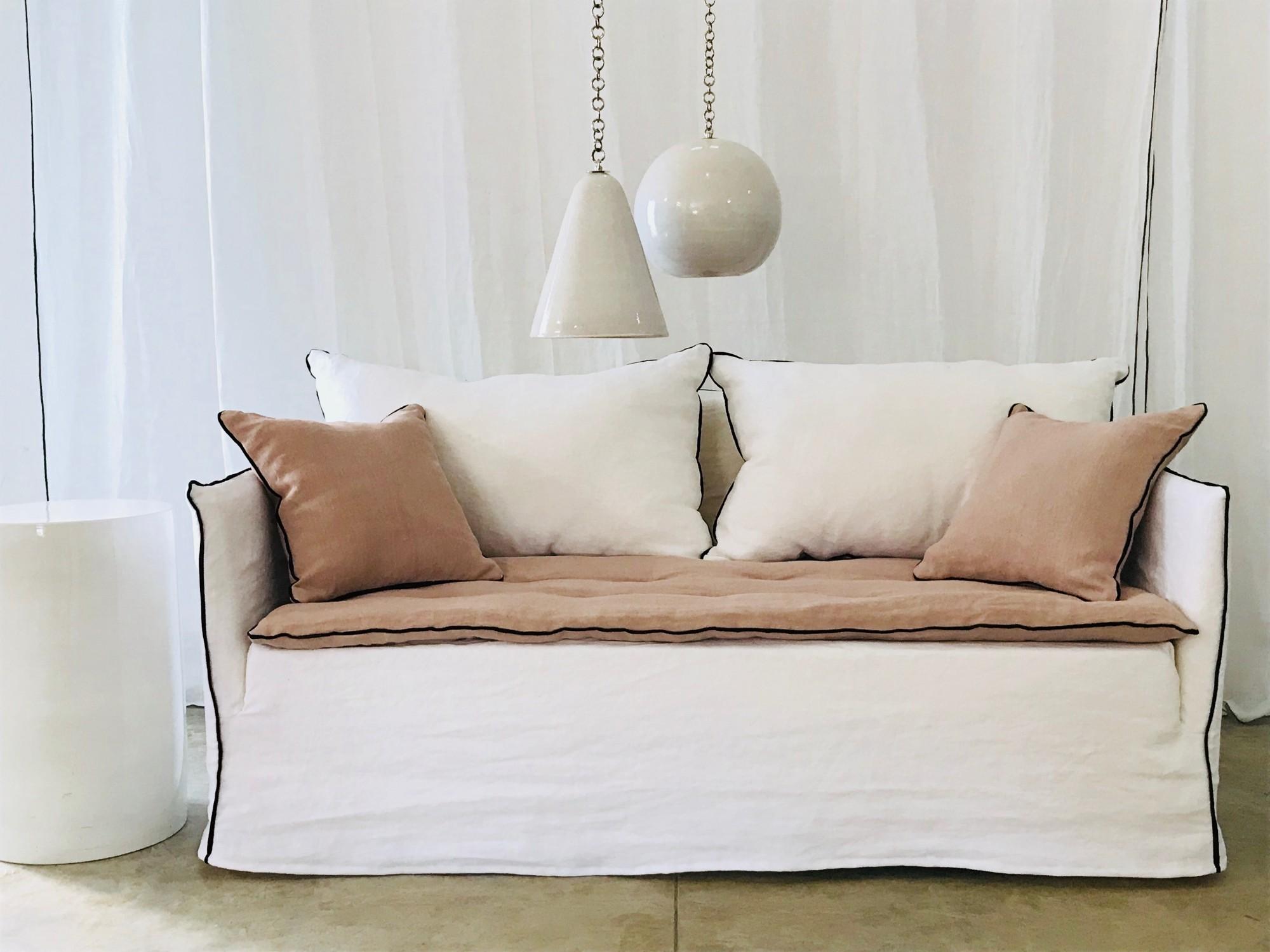 Canapé en lin lavé blanc et lin lavé rose Paris
