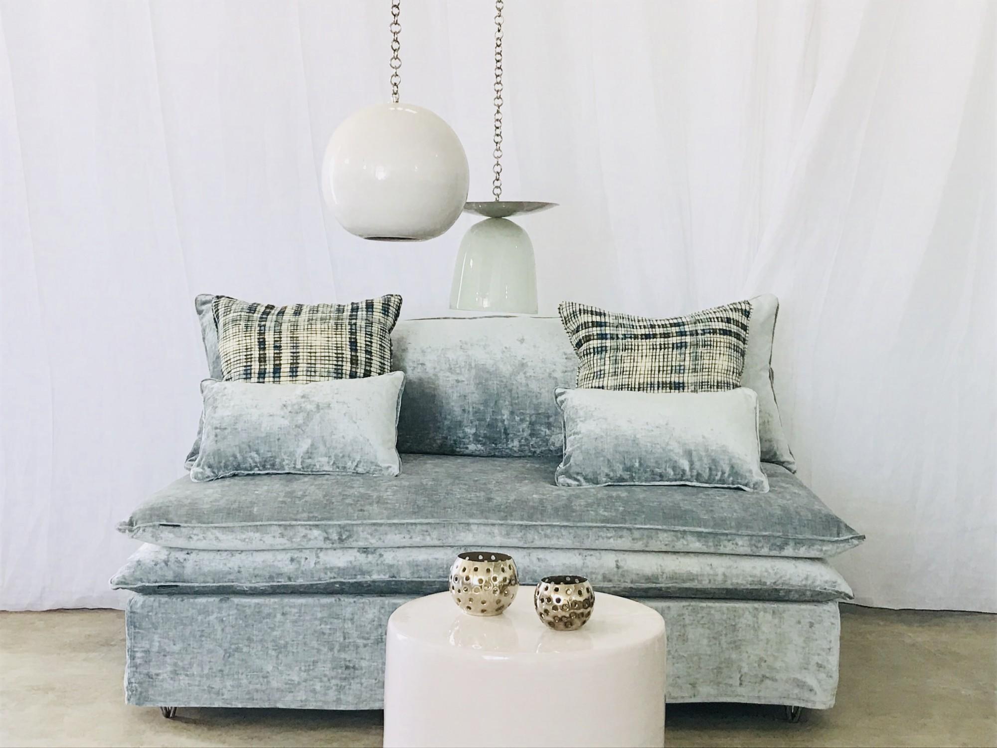 Canapé sur mesure velours lavé bleu givré Paris