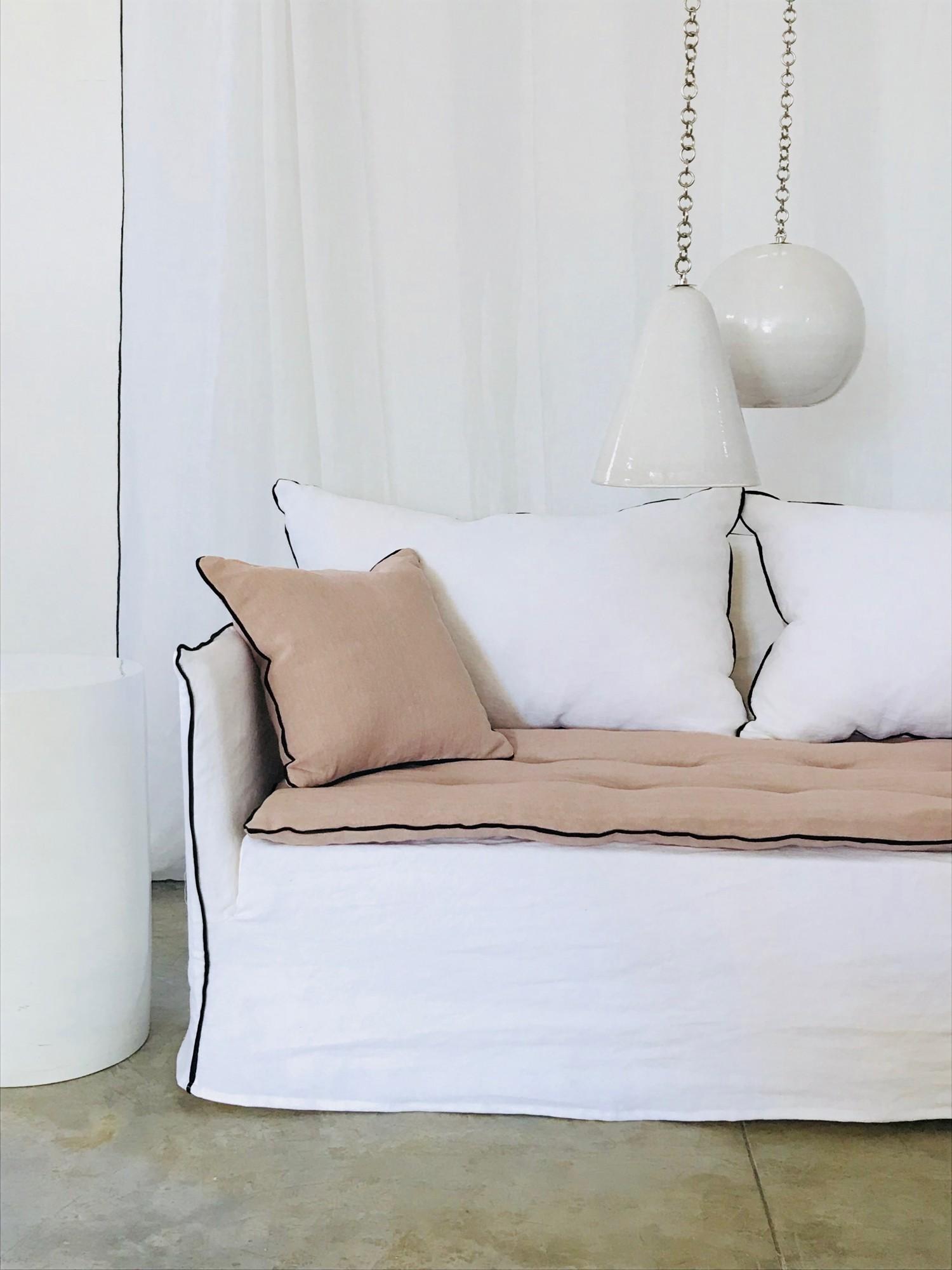Canapé en lin lavé blanc Mila Paris