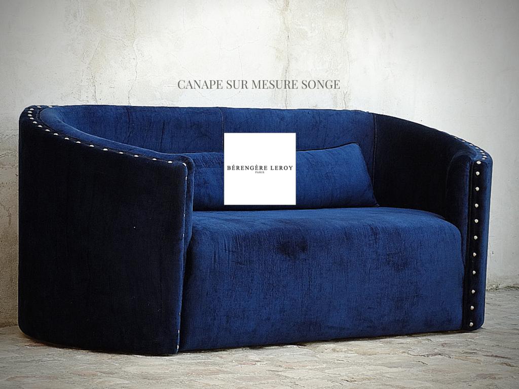 canapé sur mesure en velours bleu nuit sur la côte d'azur