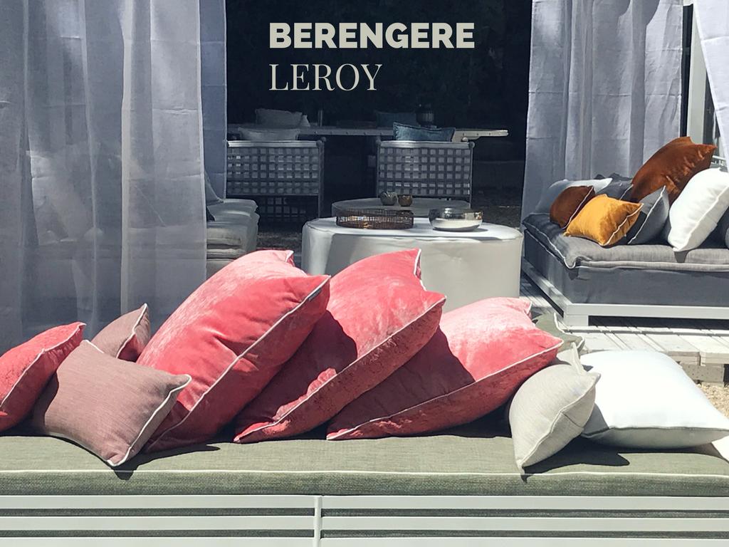 canapé sur mesure en velours lavé rose poudré Corse
