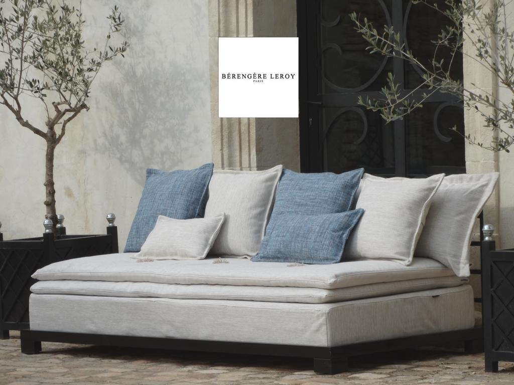 Outdoor sofa st remy de provence