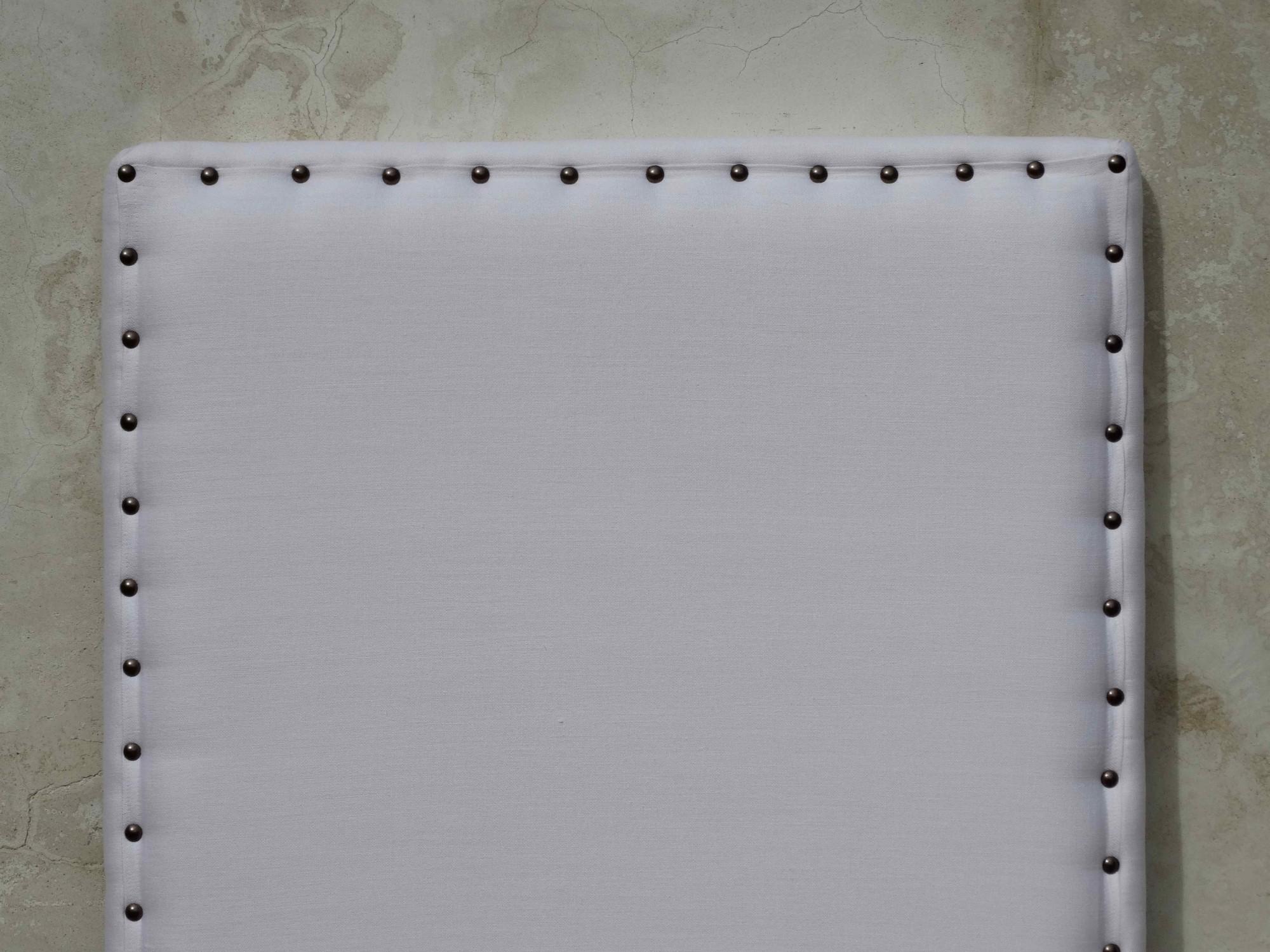 Confection de têtes de lit sur mesure en lin blanc