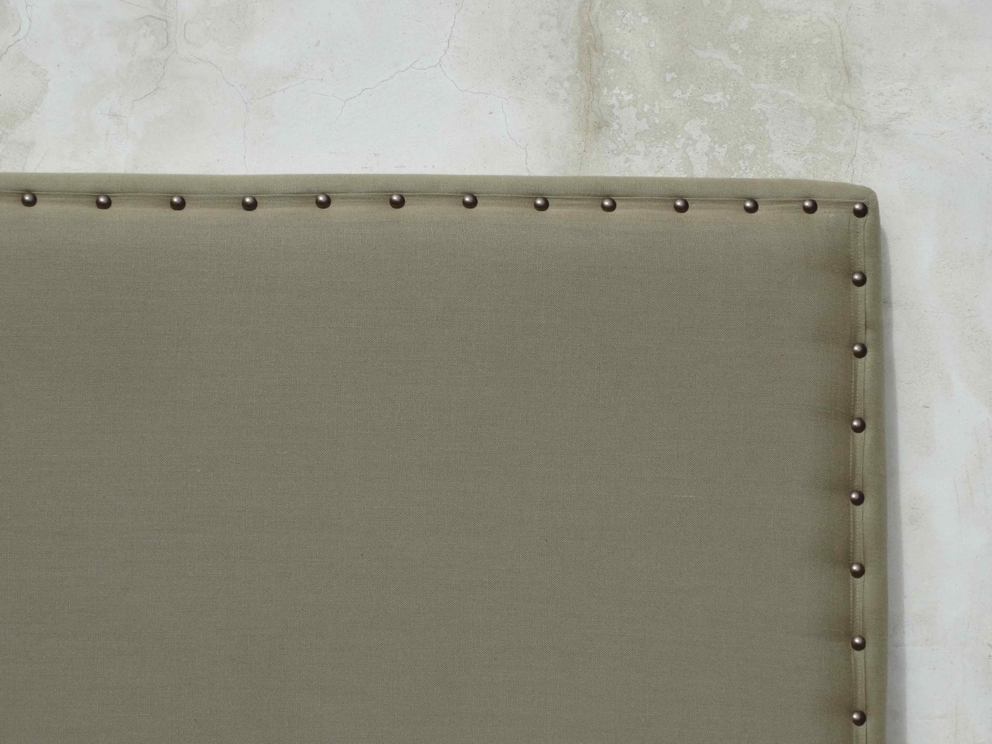 Fabrication de têtes de lit sur mesure en lin écru