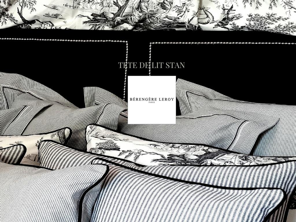 Tête de lit sur mesure cloutée en velours noir Côte d'Azur