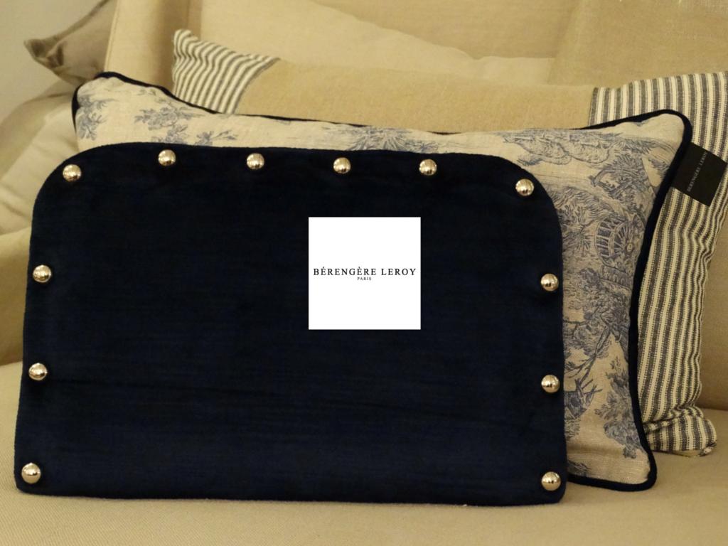 Tête de lit sur mesure cloutée en velours bleu marine Bruxelles