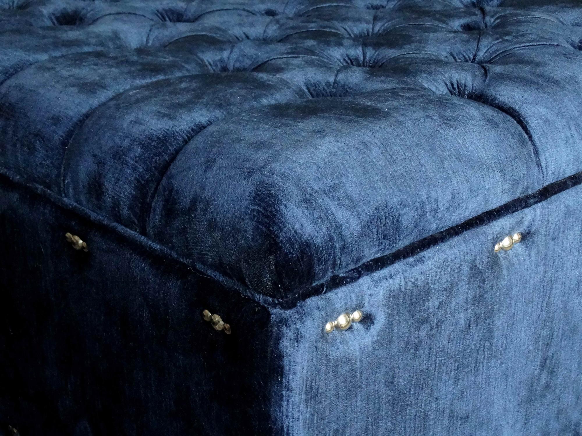Bout de lit sur mesure capitonné en velours bleu à Lyon