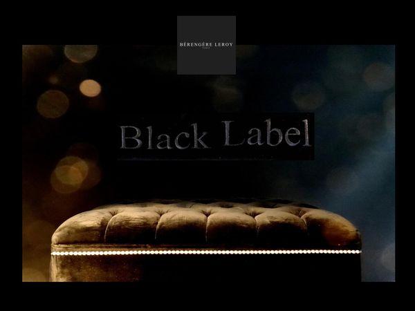 bout de lit sur mesure capitonné en velours noir à Paris