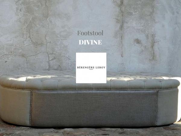 Footstool bout de lit sur mesure clouté capitonné en lin blanc