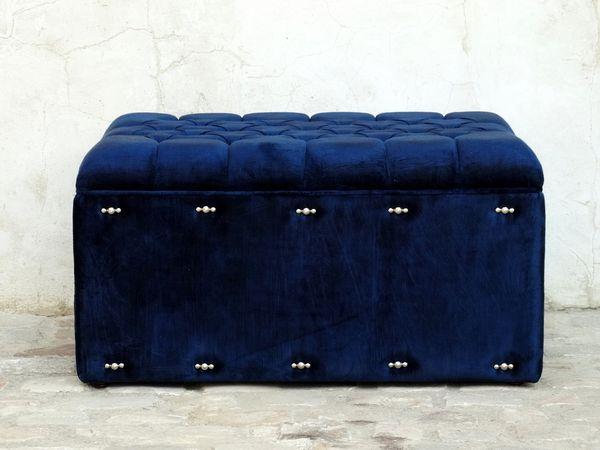 Bout de lit sur mesure capitonné en velours bleu marine à Bruxelles