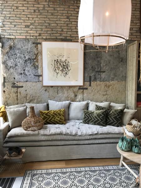 canapé en lin lavé beige ciment Divonne Les Bains